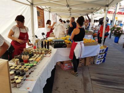 Arona lleva el Mercado del Agricultor al núcleo de Los Cristianos