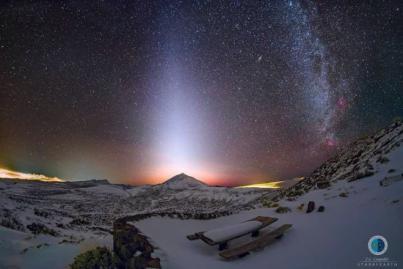 Luz Zodiacal sobre el Teide nevado