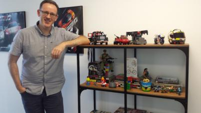 Brendan McCaffrey, diseñador de publicidad para Ford, Microsoft y Nike, se instala en el Cabildo