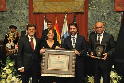 El Cabildo entrega la Medalla de Oro de la Isla a los trabajadores del Hospital La Candelaria