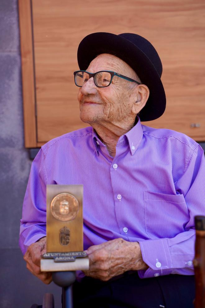Arona entrega la Medalla de Oro a don Eduardo Oramas Alayón