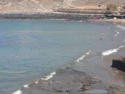 Sanidad desaconseja el baño en las playas con microalgas