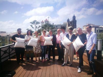 Cuatro firmas presentan sus nuevas colecciones de novia y ceremonia con artesanía canaria en el desfile de Moda Calada