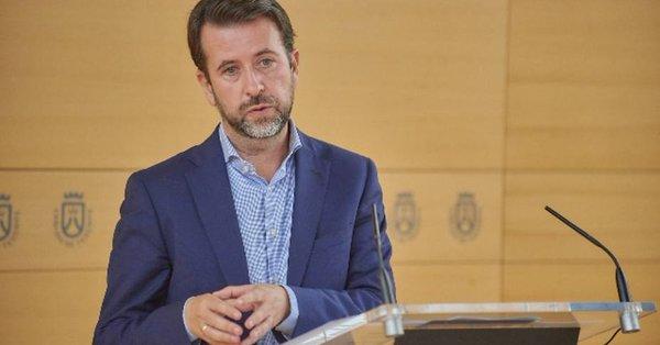 Alonso resalta la inversión de 80 millones en renovables frente al discurso