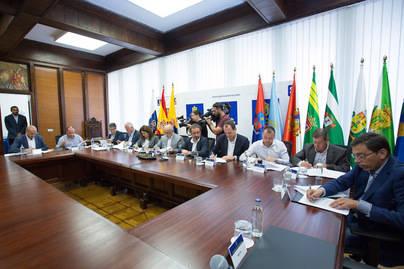 Cabildo y 10 municipios de Gran Canaria firman el Pacto de los Alcaldes