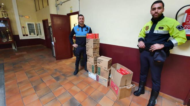 La Policía Local de Santa Cruz recibe diferentes donaciones que suman 27.180 guantes, 1.250 mascarillas y 900 batas