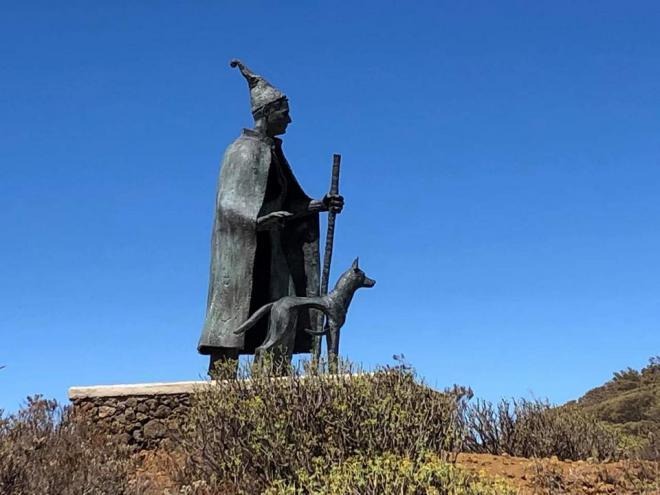 El Hierro rinde homenaje al pastor tradición con una escultura en bronce