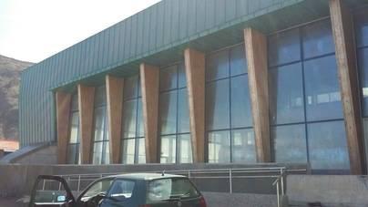 La piscina de Santa Catalina, 3,5 millones de euros y cerrada