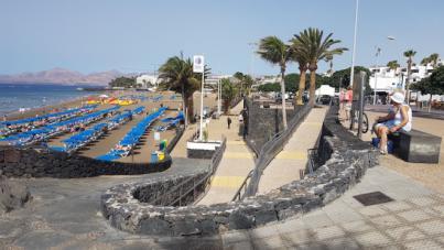 Tías convierte Playa Grande en 100 x100 accesible para personas con discapacidad