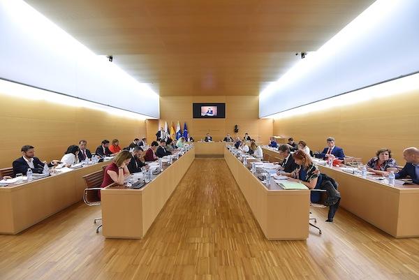 El Cabildo condena cualquier tipo de corrupción y apoya una playa de Las Teresitas para toda la ciudadanía