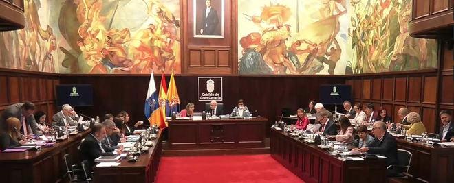 El pleno aprueba la propuesta contra los perjuicios inversores con Gran Canaria