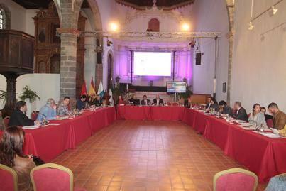 """El Cabildo de Lanzarote muestra su repulsa a las publicaciones """"vejatorias con fines políticos"""" de la web El Agitador"""
