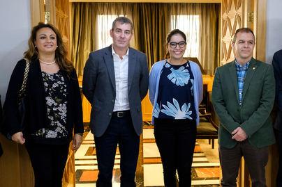 Carla García, ganadora del Certamen de Juventud en Voluntariado, recibida por Clavijo