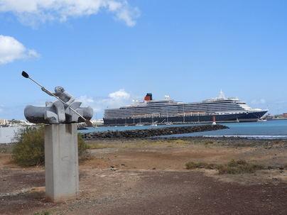 El Queen Victoria atraca por vez primera en Puerto del Rosario