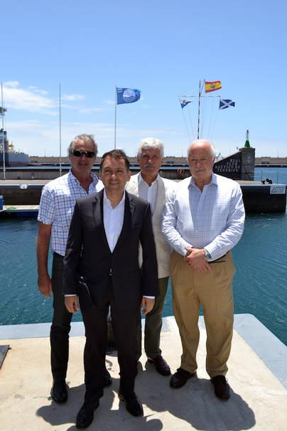 Izado de la Bandera Azul de Puertos en el RCNT