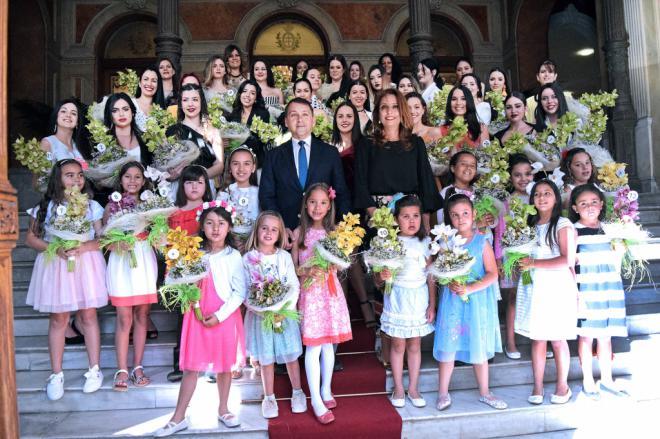 El alcalde recibe a las 44 aspirantes a Reina de las Fiestas de Mayo adulta e infantil