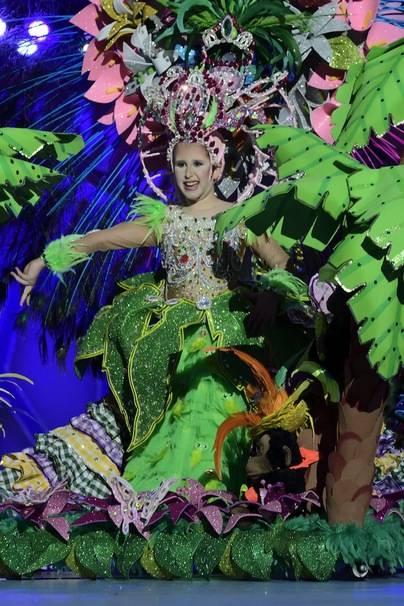 Paula de Castro, con un diseño de José Julio Armas Santana, es la Reina Infantil del Carnaval de La eterna primavera