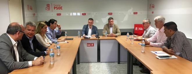 Los secretarios insulares de Canarias cierran filas con el secretario regional
