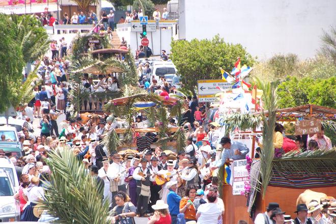 El Paseo Romero de Llano del Moro, fiestas de la Exaltación de la Santa Cruz y el Santo Hermano Pedro