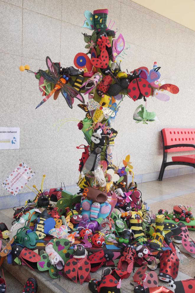 Las Fiestas de Mayo reconocen a las mejores cruces escolares con material reciclado