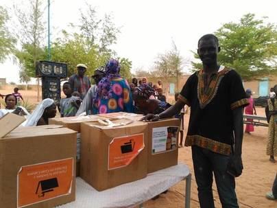 Puente Humano que comunica aulas de Senegal con centros de Gran Canaria