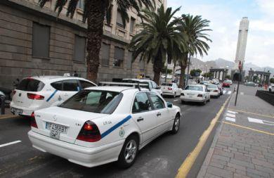 Élite Taxi da diez días al Ayuntamiento de Santa Cruz para corregir la Ordenanza Municipal