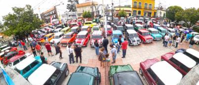 Un centenar de vehículos celebran el 60 aniversario del Mini