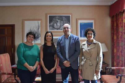 El Cabildo y la Obra Social La Caixa firman un acuerdo para impulsar un proyecto de Vela Adaptada para la isla