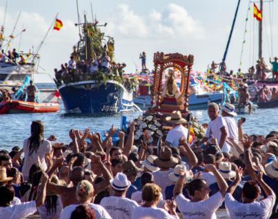 Miles de gomeros acogen con fe y devoción a su Patrona