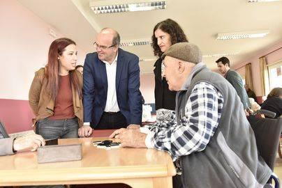 Hernández anuncia el aumento de plazas para dependientes en La Palma