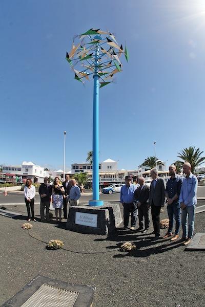 Una escultura móvil de César Manrique recuerda el 50 Aniversario de Puerto del Carmen como destino turístico