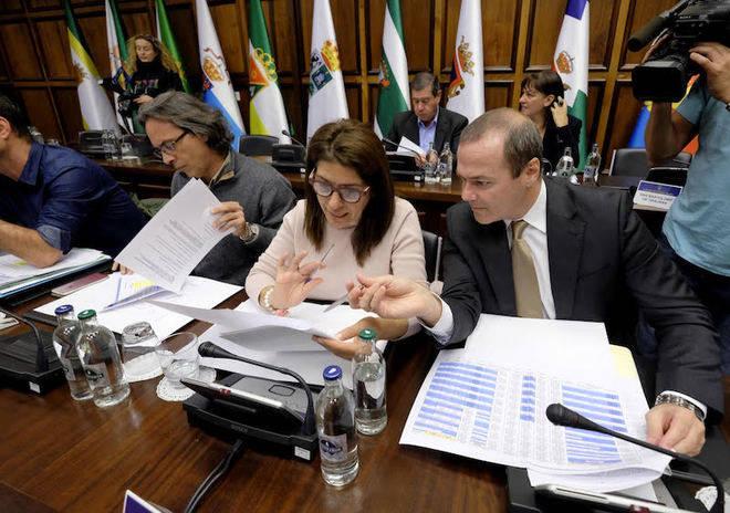 Morales reúne a diputados, alcaldes y Cabildo de Gran Canaria para tratar el reparto del FDCAN