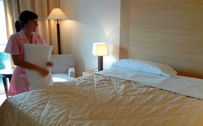Convocan una huelga general de camareras de piso en hoteles y apartamentos de Canarias