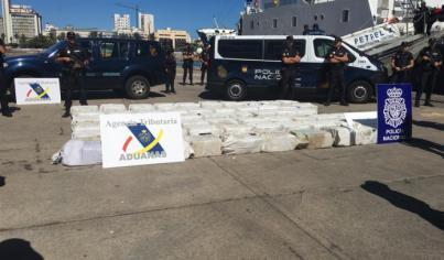 Incautados 1.850 kilos de cocaína en un velero cerca de Canarias