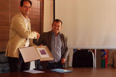 Fred Olsen firma el contrato del restaurante de la Laguna Grande