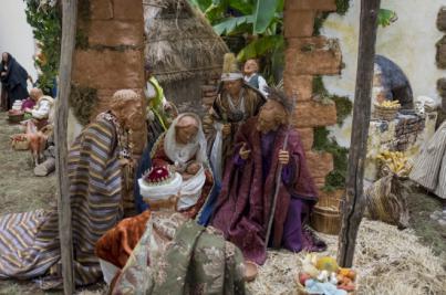El Parlamento de Canarias inaugura su nacimiento y enciende la iluminación de Navidad