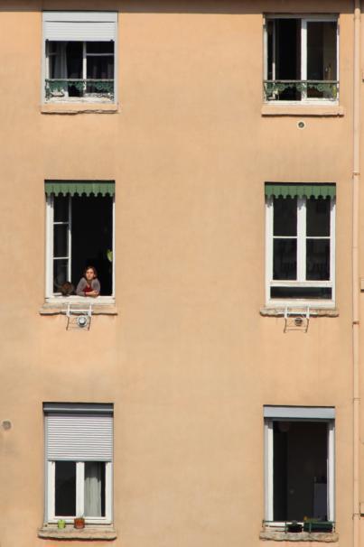 ¿Qué puedo hacer si ocupan la vivienda de mi vecino?