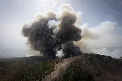 El fuego logra cruzar la dorsal y llega a Mazo