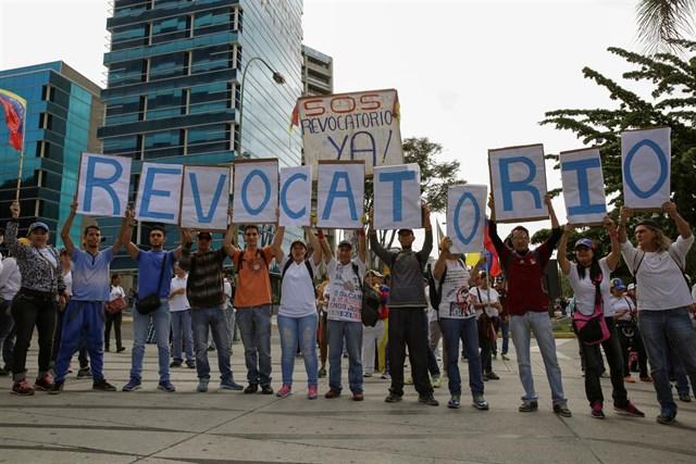 Miles de venezolanos toman Caracas para impulsar el revocatorio contra Maduro