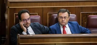 Salida de la dirección de grupo y 600 euros, sanción a los del 'no' a Rajoy