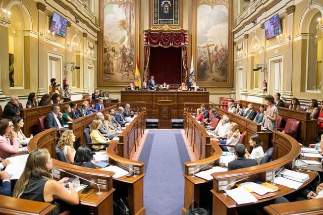 La Ley del Suelo sigue adelante en el Parlamento sin el apoyo de Podemos y NC
