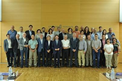 Alonso convoca a los alcaldes para 'contraatacar' el reparto de los fondos para empleo del FDCAN