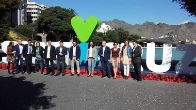 La nueva marca de Santa Cruz de Tenerife ya luce en la Plaza de España