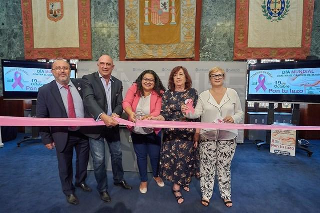 Promueven la colocación de lazos rosa para concienciar sobre la prevención del cáncer de mama