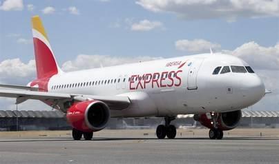 El Gobierno negociará el precio del billete de avión con la península en los PGE de 2018