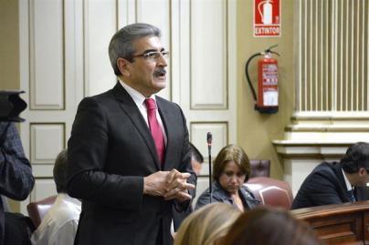 NC insiste en que 'peleará' por la bonificación del 75% de avión y barco para los residentes en Canarias