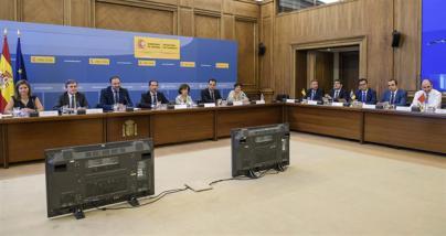Canarias pide a Fomento medidas para blindar la convivencia entre el taxi y las VTC