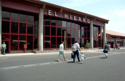 Cinco vuelos cancelados y 350 personas afectadas en El Hierro