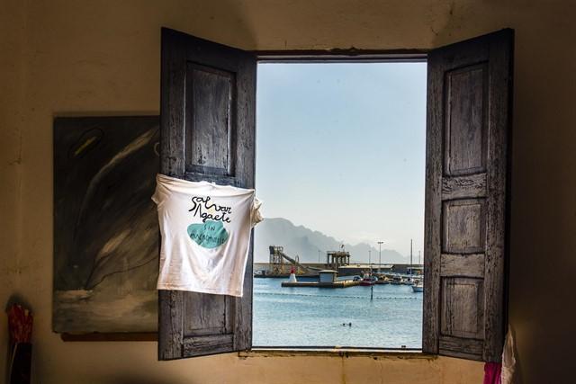 Un total de 120 fotógrafos suscriben un manifiesto contra la ampliación del muelle de Agaete