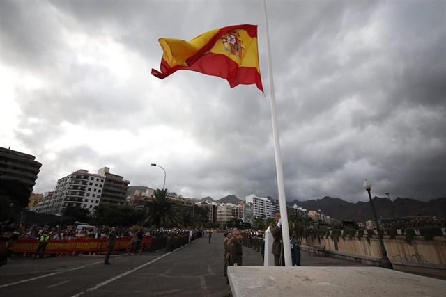 El Mando de Canarias celebra el arriado simultáneo de la bandera de España en las ocho islas